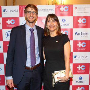 Héctor Pourtalé (ROCHE) Y Cecilia Dibárbora (CCSA)
