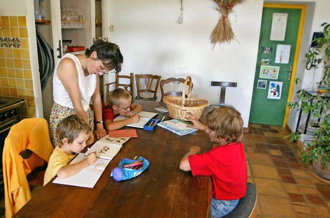 Más de 2.000 niños suizos se educan en sus hogares