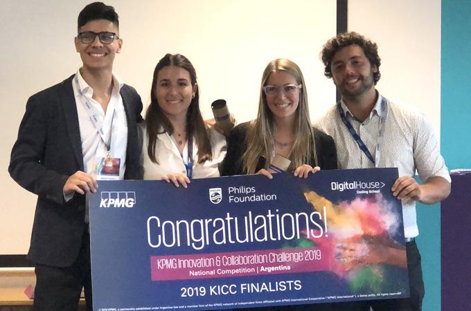 Estudiantes Universitarios En El KICC 2019