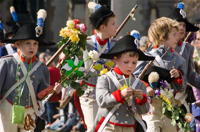 Tradición: los niños celebraron el Sechseläuten en Zürich