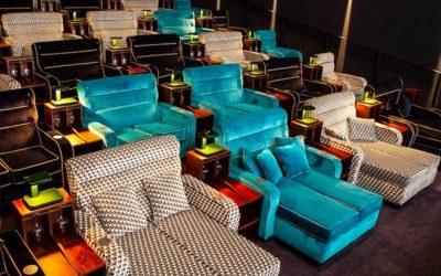 Pathé Suisse abrió un cine con camas y sofás en lugar de butacas