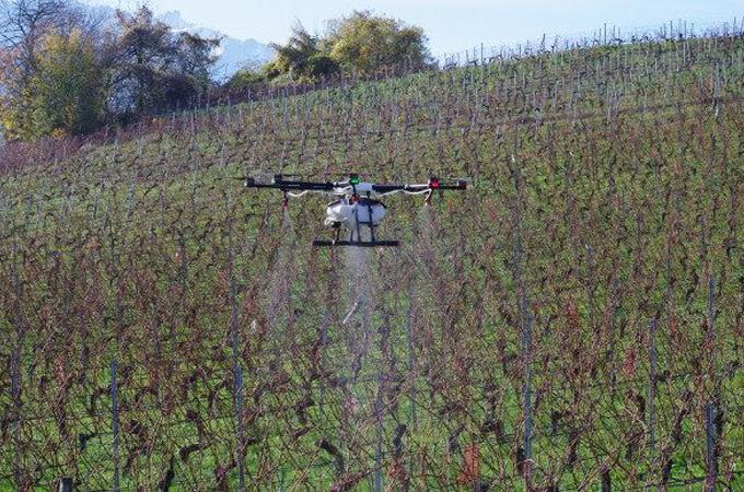 Suiza autoriza los drones pulverizadores para ser aplicados en su agricultura